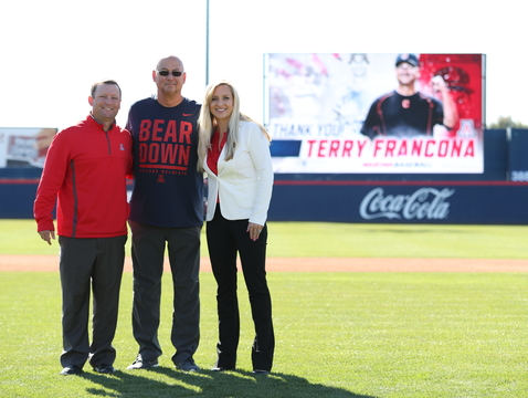 Former UA baseball star Terry Francona (center), with Wildcats head coach Jay Johnson and interim director of athletics Erika Barnes (Photo: Stan Liu/Arizona Athletics)