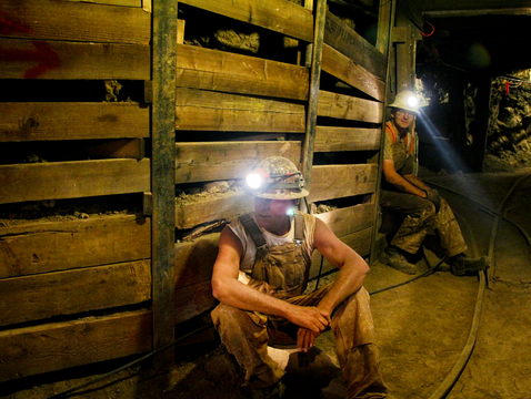 Mine workers wait for blasting to finish in the student-run San Xavier Mine near Tucson. (Photo: Pete Brown/UA College of Engineering)