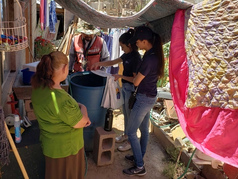 Students went door-to-door distributing water treatment to prevent mosquito from growing in water containers. This was in collaboration with the Centro de Salud in Nogales, Mexico. (Photo: Alejandra Zapien)
