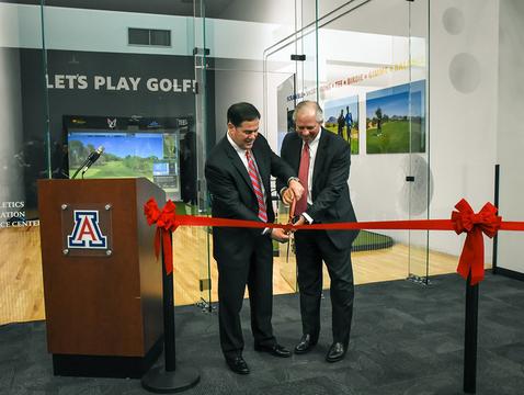 Arizona Gov. Doug Ducey and University of Arizona President Robert C. Robbins cut the ribbon on a new adaptive golf simulator. (Photo: Disability Resource Center)