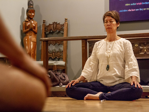 Leslie Langbert, director of the UA Center for Compassion Studies, is teaching a new online course on mindfulness. During the school year, Langbert also leads a free guided meditation practice on Monday evenings. (Photo: Kyle Mittan/Lo Que Pasa)