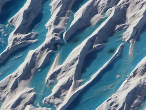 Melt ponds on the Greenland ice sheet (Photo: NASA/OIB/John Sonntag)