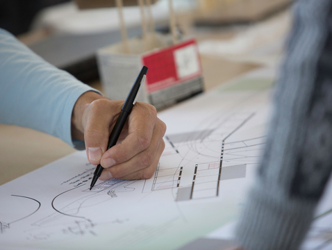 Students work on projects under the guidance of laboratory manager Paulus Musters in the College of Architecture, Planning & Landscape Architecture, where the Sustainable Pedagogy has been implemented. (Photo: FJ Gaylor)