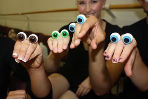 Students first became accustomed to working with puppets by tingering with eyeballs only. (Photo credit: Beatriz Verdugo/UANews)