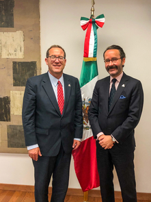 University of Arizona College of Law Dean Marc Miller (left) meets with Diego Gomez Pickering, Mexico's Consul General in New York, who participated in the program. (Photo: Mark Thaler)