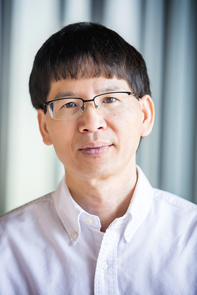 Pham Huu Tiep recently contributed to solving the 60-year-old Ore conjecture alongside professors from New Zealand, London and Jerusalem. Tiep will deliver an invited lecture at the 2018 International Congress of Mathematicians, the largest and most prestigious conference in the field of mathematics, which meets once every four years and hosted by the International Mathematical Union. (Photo credit: John de Dios/UANews)