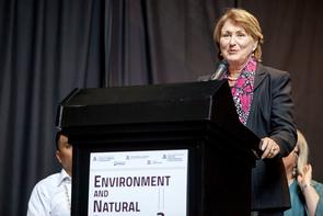 UA President Ann Weaver Hart speaks at Thursday's ENR2 dedication. (Photo: John de Dios/UANews)