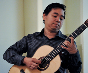 A Fulbright scholar of the Philippines, Ivar Fojas hopes to start a guitar program in his country to encourage young talents and bring sounds of the guitar into his society. (Photo: Patrick McArdle/UANews)