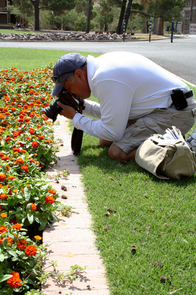 Fred Araiza, a photographer at the Arizona Daily Star, demonstrates for students the importance of getting close to a subject. High school students from across Arizona are attending a 10-day diversity workshop sponsored by the UA School of Journalism. (Photo credit: Iman Hamdan, UA School of Journalism)