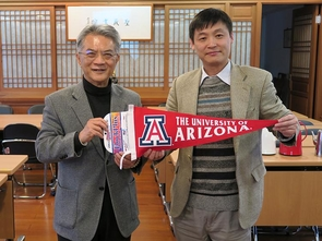 UA Center for Buddhist Studies director Jiang Wu (right) visited the Taiwan Sheng Yen Education Foundation in March.