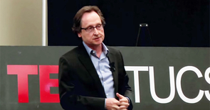 Jerzy Rozenblit discusses his research on computer-aided surgery during a TEDx talk in 2013. (Photo: UA Health Sciences Public Affairs)