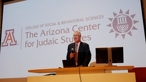 Ken Plevan addresses the audience before the annual Jeffrey Plevan Memorial Lecture in 2016. (Photo: Martín Somoza)