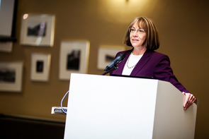 Gail Burd, the UA's senior vice provost for academic affairs, used the occasion of Singer's visit to discuss active-teaching approaches in course reform and faculty professional development. (Photo: John de Dios/UANews)