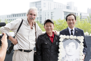 Kim Newton, South Korean Actor Woo Hyun (center) and South Korean Democratic Party assemblyman Woo Sang-ho attend the 30th anniversary memorial for Yonsei University student Lee Han-yeol (in picture). (Photo: Tony Chung)