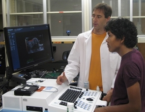 Russell Witte, assistant professor of radiology with the UA College of Medicine, left, mentors Roberto Reyes, a student at Nogales High School, during the 2010 SIMI program. (Photo by Peter Crown)