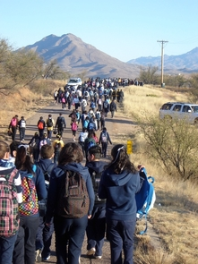 Students participate in walk-to-school event for Calabasas Middle School in Rio Rico. (Photo by Sarah Prasek)