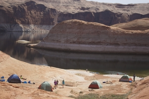 The UA Outdoor Adventures Club sets up a campsite at Lake Powell. (Photo: Tobey Schmidt)