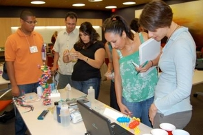 BIO5 Institute hosts K-12 teachers in a partnership to help build science curricula in Tucson schools and help UA science students communicate about science.