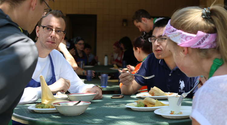 UA students and peers from the Moscow University for the Humanities share a meal they prepared together, combining Russian dishes and traditional Sonoran food.