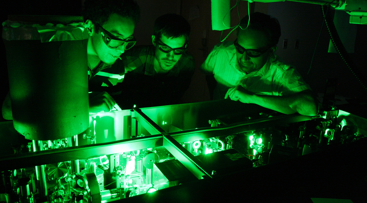 UA physicists led by Arvinder Sandhu (right) take advantage of the world's fastest laser pulses to take snapshots of ultrafast processes such as chemical reactions. (Photo: Beatriz Verdugo/UANews)