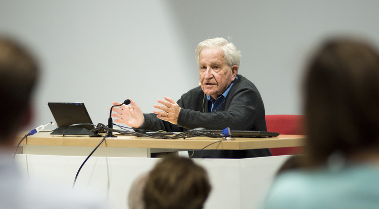 Noam Chomsky teaching a linguistics course at the UA in 2015. Chomsky challenges students to keep up with his knowledge of history and research. (Photo: Colin Prenger)