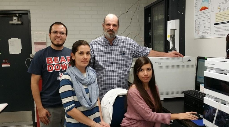 Jim Field (at back) in his lab with visiting researchers (from left) Ivan Moreno-Andrade and Adriana Ramos Ruiz from Mexico and Camila Leite Madeira from Brazil.