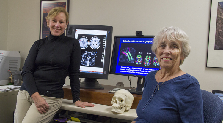 UA researchers Lee Ryan (left) and Betty Glisky created an online memory test that they hope will provide data that helps them better understand Alzheimer's disease. (Photo: Beatriz Verdugo/UANews)