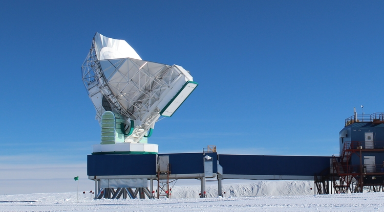 The 10-meter South Pole Telescope, at the National Science Foundation's Amundsen-Scott South Pole Station, joined the global Event Horizon Telescope array in January. (Photo: Dan Marrone/UA)