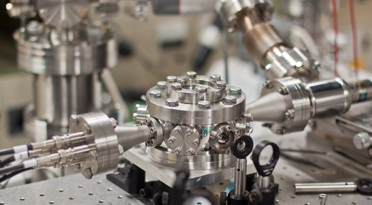 Using consecutive laser pulses, the researchers observe electrons in real-time. (Photo: Saaty Photography)