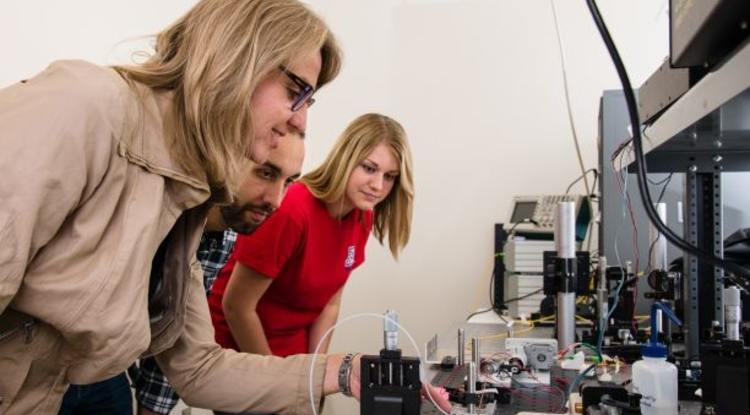 Jennifer Barton (left) has had a number of breakthroughs in imaging, with research projects funded by federal agencies, foundations and industry. (Photo: Chad Westover/Biomedical Communications)
