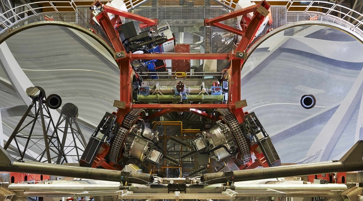 The LBTI (green structure in the center of the frame) between the two 8.4m mirrors of the LBT. (Photo: LBTO - Enrico Sacchetti)