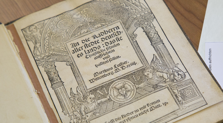 "A close-up of Martin Luther's 1524 pamphlet, ""An die Radherrn aller stedte deutsches lands : das sie Christliche schulen auffrichten vnd hallten sollen"" (""Advice to the City Councillors of All German Cities, That They Establish and Maintain Christian Schools""), housed in Special Collections. (Photo: Aengus Anderson/UA Special Collections)"