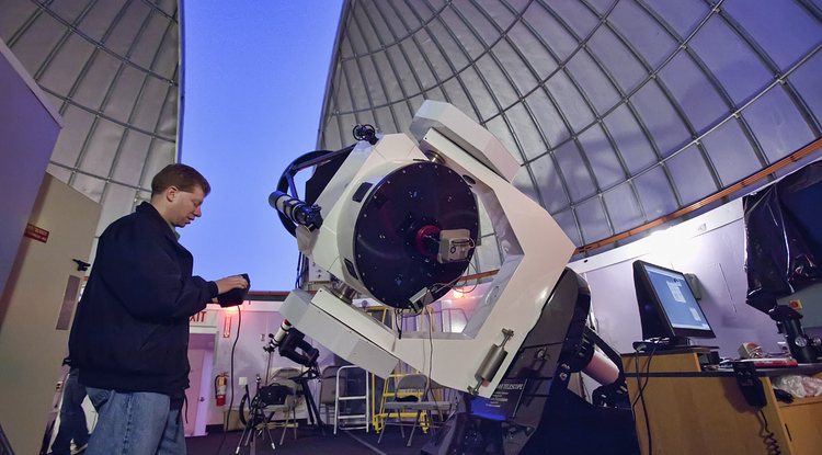 Adam Block points the 32-inch Schulman Telescope at the evening sky in preparation for a public program. (Photo: Dave Harvey)