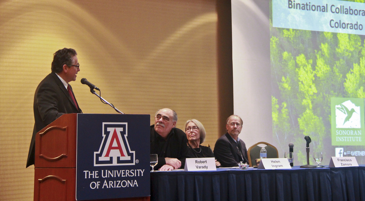 At the UA conference, the Sonoran Institute's Francisco Zamora (left) discusses collaborative research between the U.S. and Mexico on sustainable water resource management. (Photo: Pete Brown/UA College of Engineering)