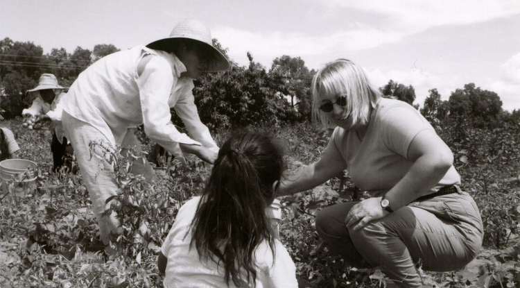 Professor Diana Liverman talks with local farming families in Mexico in 2002 while helping to pick tomatillos. Photo courtesy of Diana Liverman