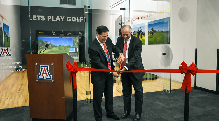 Arizona Gov. Doug Ducey and University of Arizona President Robert C. Robbins cut the ribbon on a new adaptive golf simulator. (Photo: Disability Resource Center)