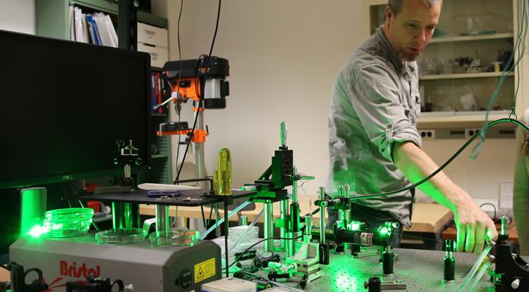 Co-inventor Chris Hessenius in the lab. (Photo: Paul Tumarkin/Tech Launch Arizona)
