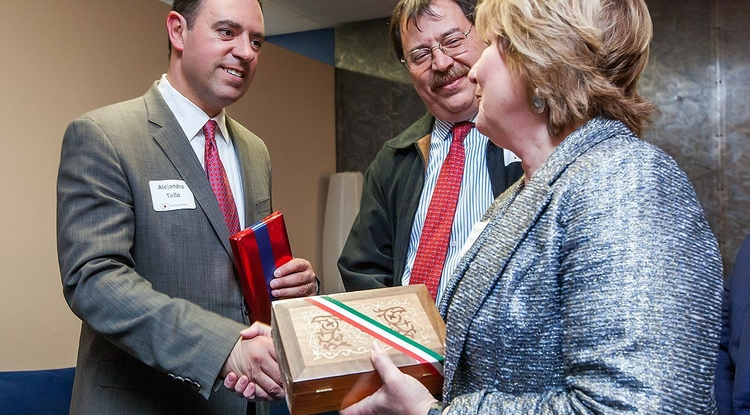 Mexican Sen. Alejandro Tello (left) is greeted by UA President Ann Weaver Hart as José Lever, director of the UA's Mexico office, looks on. (Photo: John de Dios/UA News)