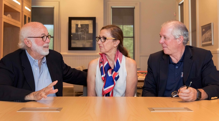 UA President Robert C. Robbins (right) meets with Pulitzer Prize-winning photographer David Hume Kennerly (left) and his wife, Rebecca Soladay Kennerly. (Photo: Chris Richards)