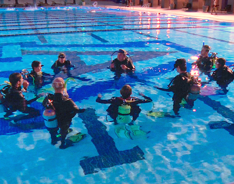 Mark Edwards teaches students essential scuba skills in the UA Student Recreation Center's Olympic-size pool. (Photo: Ernesto Trejo/UANews)
