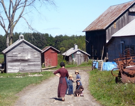 Children on an Amish farm near Morristown, New York