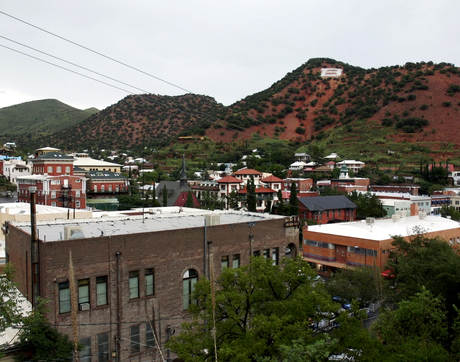 With many of its houses built on uneven, rocky foundations, the southern Arizona city of Bisbee is a haven for kissing bugs, which pose serious public health concerns. (Photo: Bob Demers/UANews)