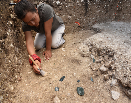 Melina Garcia excavating part of the Aguada Fenix site. (Photo: Takeshi Inomata)