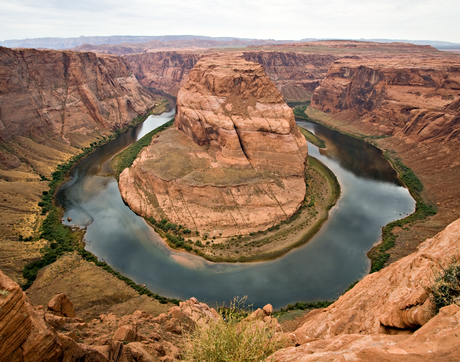 Horseshoe Bend is a horseshoe-shaped meander of the Colorado River located near the town of Page, Arizona. (Photo: Luca Galuzzi - www.galuzzi.it, CC BY-SA 2.5)