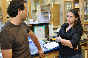Assistant professor Brad Davidson and postdoctoral fellow Katerina Ragkousi discuss experiments in the lab. (Photo by Patrick McArdle/UANews)