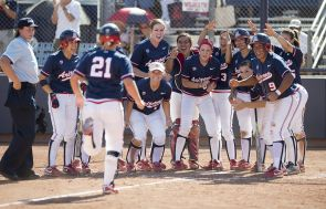 The Arizona softball team defeated Notre Dame over the weekend to advance to the Super Regionals next weekend. (Photo courtesy of Arizona Athletics)