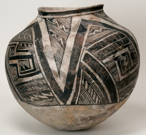 Kayenta black-on-white vessel.