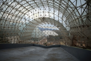 The framework that will support the three landscapes is steel, including structural steel beams weighing more than 14,500 pounds. The curved structure mimics natural hillslopes. (Photo by Ruben Ruiz, Biosphere 2 videographer)