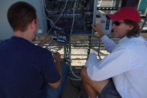 UA physics student Ryan Price, left, and Alexander Cronin, right, UA associate professor of physics and optical sciences, at the Tucson Electric Power solar test yard. (click to enlarge)
