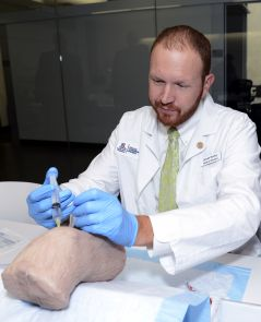 James Gentry, second-year student at UA College of Medicine – Phoenix, practices in the Arizona Center for Simulation and Experiential Learning. (Photo by Keven Siegert/UA College of Medicine – Phoenix Media Services)